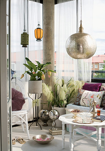 """Balcone decorato, ambientazione <a href=""""http://www.dalani.it"""">Dalani</a>"""