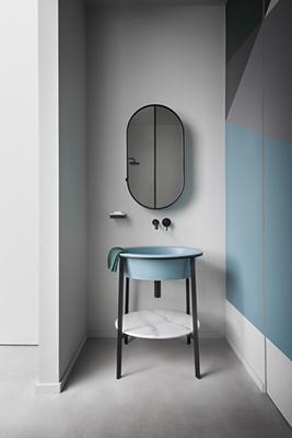 È di Cielo la collezione I Catini, disegnata da Andrea Parisio e Giuseppe Pezzano. I nuovi lavabi in ceramica si integrano con eleganti strutture in acciaio nelle finiture nero o bronzo spazzolato, con piani d'appoggio in ceramica o marmo o funzionali cassetti in legno