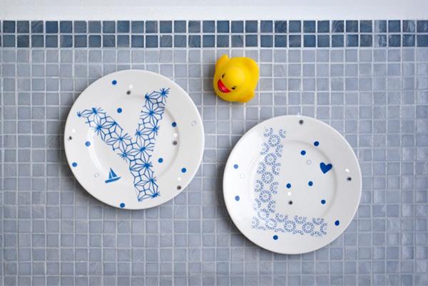 """Da utilizzare come piatto, ma anche come segnaposto o decoro da appendere a parete: è la collezione <em>Abc MM Mare</em> e <em>Maremonti Fish</em> di<a href=""""http://www.ilariai.com""""> Ilaria.i</a> (4 piatti 24 euro)"""