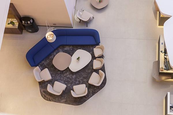 Il Radisson Blu Hotel di Lione ha scelto Gate, la serie ceramica a effetto cemento di Caesar