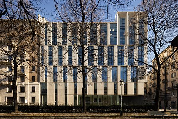 I nuovi uffici di Reale Group di Torino:  la facciata è realizzata con maxi ceramiche Kerlite di Cotto d'Este