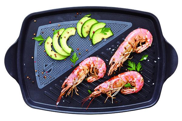 """Per cotture dorate e croccanti: la maxigriglia di <a href=""""http://www.moneta.it"""">Moneta</a> permette di cucinare contemporaneamente più pietanze (51,40 euro)"""