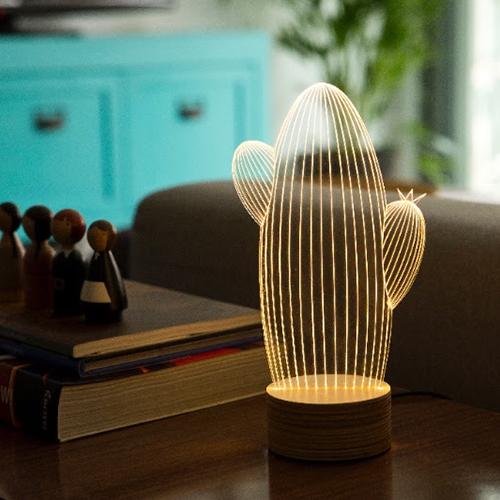 """Ananas e cactus sono i soggetti scelti dallo Studio Cheha per <em>Bulbing</em>, le lampade Led dall'effetto 3D (distribuite in Italia da <a href=""""http://www.moronigomma.it"""">Moroni Gomma</a>)"""
