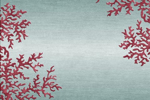 """Un fondale marino sul quale spiccano preziose architetture di corallo rosso: è il tappeto della serie <em>Marina collection</em>di <a href=""""http://www.illulian.com/it/""""><span class=""""il"""">Illulian</span> </a></p>"""
