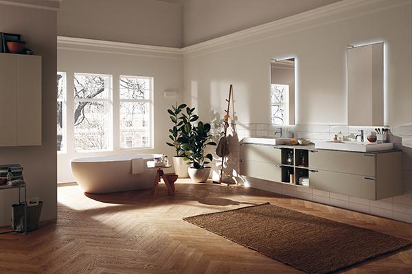 Aquo di Castiglia Associati per Scavolini Bathrooms: mobili laccati opachi, specchi con led e vasca in Cristalplant