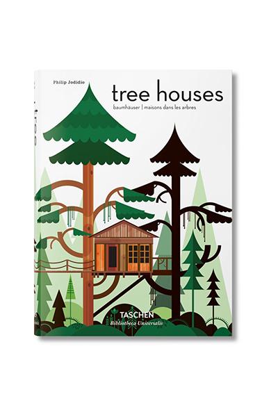 """<em>Tree Houses: fairy tale castles in the air</em> di Philip Jodidio (<a href=""""http://www.taschen.com"""">Taschen</a>, 544 pp, 14,99 euro) -Recuperare il legame e la sintonia con la natura è un tema dominante dell'anno. Questo libro è un affascinante omaggio al rapporto tra ambiente e architettura spiegatoattraverso le cinquanta più belle, originali e incantevoli case costruite sugli alberi. L'idea di vivere tra i rami e le foglie a diversi metri da terra è un sogno di grandi e piccini, il volume di Philip Jodidio raccoglie esempi nel mondo che spaziano da sale da tè a ristoranti, da alberghi a spazio giochi per bambini, fino a semplici trespoli"""