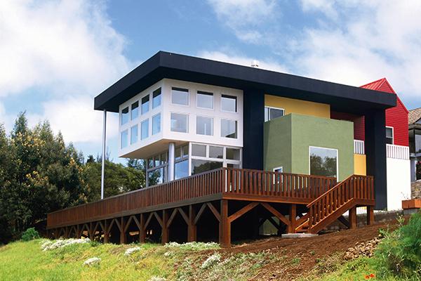 <em> La casa delle hawaii incastro geometrico </em> - Casa Olabuenaga, sull'isola di Maui, alle Hawaii. Costruita tra il 1989 e il 1997, appare come un incastro di volumi colorati appoggiato su una terrazza (foto Grey Crawford)