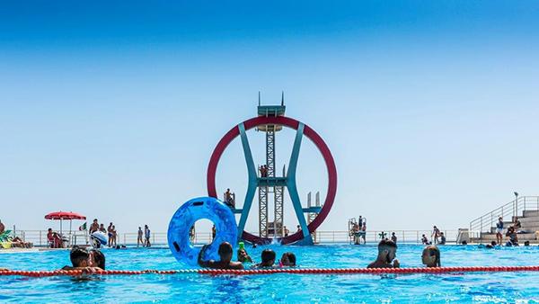 """""""Ostia, al Kursaal"""" della serie """"Spiagge, un'estate italiana"""" di Nicola Ughi, da 200 a 500 euro a seconda del formato"""