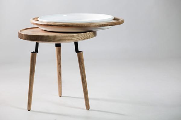 Conca di Luca Maci: è un oggetto con duplice funzione, quella di tavolino e di vassoio