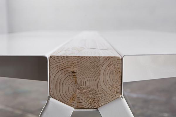Volta di Marco De Masi: dal mix tra l'acciaio e il legno nasce questo tavolo dallo stile industriale