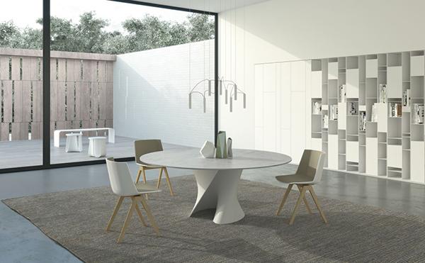 Il tavolo S table, la sedia Aiku, lo sgabello Sag e le librerie Random Box e Random Cabinet