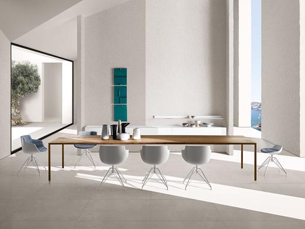 Il tavolo Tense, la sedie Flow  Slim e lo sgabello Flow