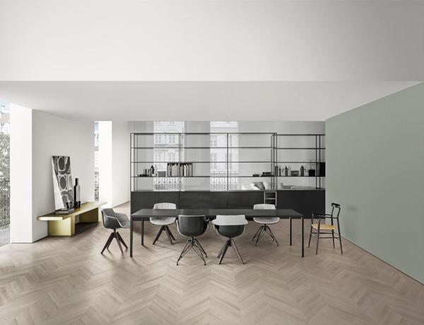 Il tavolo Tense, la sedia Flow Slim e il mobili componibile Minima 3.0