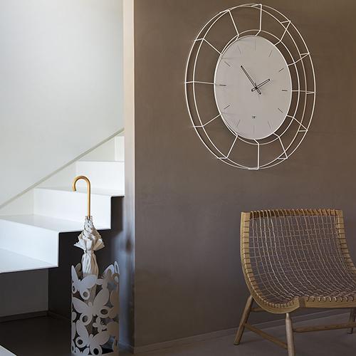 """Da <a href=""""http://artiemesteiri.it"""">Arti & Mestieri</a> un orologio XXL, <em>Nudo</em> ha il quadrante in metallo con cornice in filo di ferro (109 euro)"""