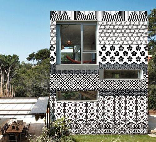 Le pareti personalizzate con le carte da parati Out System di Wall&decò, con pattern ideati da Gio Pagani. Il rivestimento è su misura ed è adatto a muri e facciate esterne perché a prova di pioggia, sole e muffe
