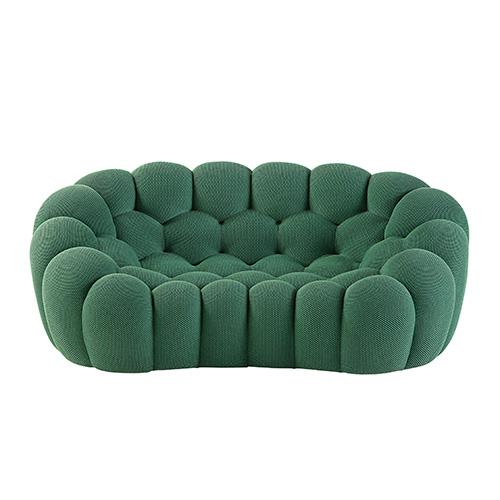 Un tessuto tecnico elasticizzato aderisce perfettamente alle forme 3D che caratterizzano Bubble di Roche Bobois. Il divano completamente trapuntato è realizzato in mousse poliuretanica