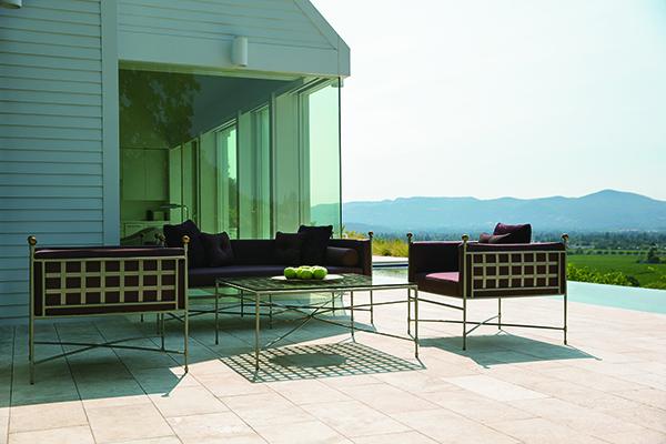 La collezione <em>Amalfi </em> ha un design architettonico studiato appositamente per lasciare intravedere le bellezze del paesaggio che la circondano