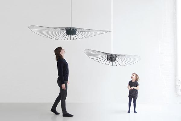 """</em>La lampada<em>Vertigo</em> per<a href=""""http://www.petitefriture.com"""">Petite Friture</a> (© Constance Guisset Studio)"""