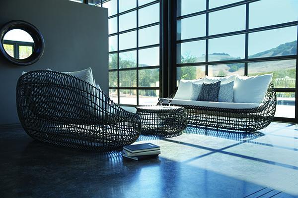 Sofa due posti e Cocktail table round 88 della collezione <em>Vino</em>  disegnata da Janice Feldman