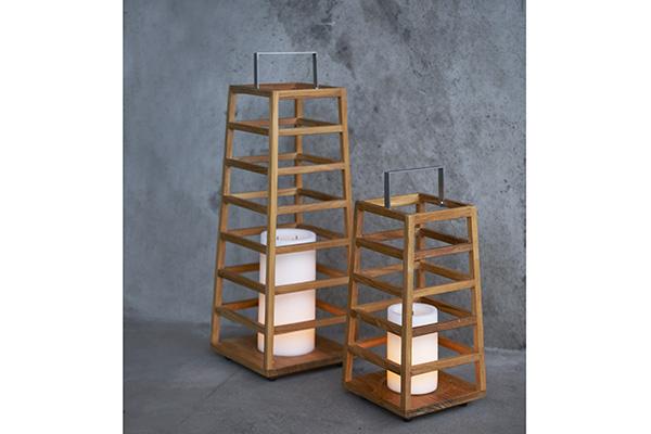 La lanterna <em>Tamiko</em> nelle due dimensioni, large e small, ideate per creare ambienti cadi e accoglienti