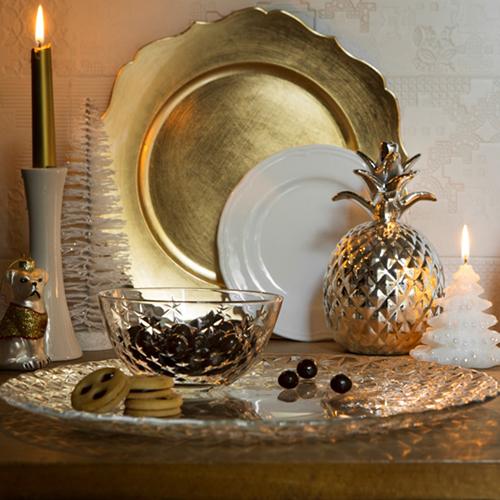 """Il lusso e la raffinatezza dell'oro si possono portare in casa anche grazie a piccoli complementi come candele e piatti da portata  di <a href=""""http://www.croff.eu/"""">Croff</a>"""