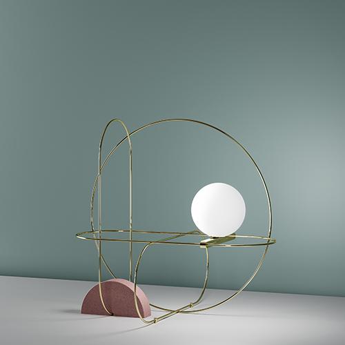 """<em>Setareh</em> di <a href=""""http://www.fontanaarte.com/it"""">FontanaArte</a> punta sulla forza grafica del progetto: una sfera in vetro satinato bianco soffiato a bocca sembra essere magicamente sospesa all'interno di una struttura metallica sottile (879 euro)"""