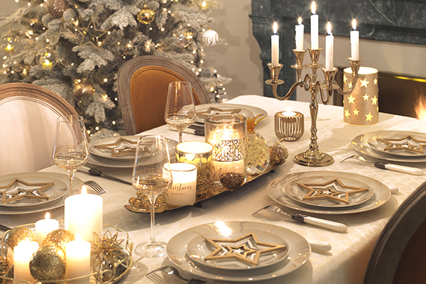 """<em>La tavola preziosa</em> - L'intramontabile oro, in tutte le sue intense sfumature, per la tavola di <a href=""""http://www.maisonsdumonde.com"""">Maisons du Monde</a>: sfarzosa e di grande effetto"""