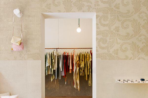 <em>Tapestry</em> è il decoro effetto damascato con inserti metallici