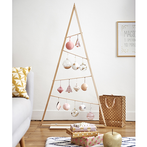 """A Natale quel che conta è l'albero anche se si rompono gli schemi. Come nel caso dell'originale idea firmata <a href=""""https://www.maisonsdumonde.com/IT/it"""">Maisons du Monde</a>"""