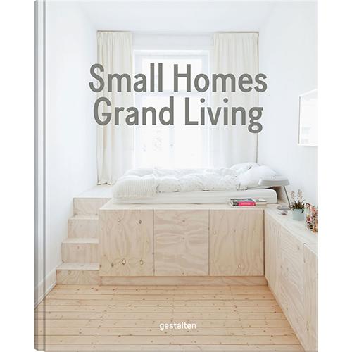 """Le case hanno dimensioni sempre più piccole e potersi permettere qualche metro quadrato in più è ormai un lusso. <em>Small homes, grand living - Interior design for compact spaces</em> (<a href=""""http://shop.gestalten.com"""">Gestalten</a>, 256 pp, 39,90 euro - in inglese) è il volume firmato da Robert Klanten e Caroline Kurze che spiega come trasformare abitazioni e stanze formato pocket in piccoli mondi meravigliosi. Una raccolta di esempi da tutto il mondo arricchita da consigli salvaspazio"""