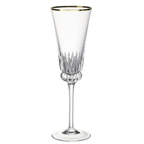 """Per una tavola che guarda al passato.<em> Grand Royal</em> di <a href=""""http://www.villeroy-boch.it"""">Villeroy & Boch</a> è realizzato in cristallo lucidato a mano disponibile in due versioni: una oro (<em>Grand Royal Gold</em>) e una platino (<em>Grand Royal Platinum</em>) (39 euro)"""