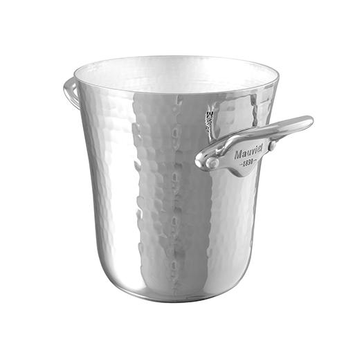 """È in alluminio martellato il mini secchiello per il ghiaccio di <a href=""""http://www.mauviel.it/"""">Mauviel</a> (158,50 euro)"""