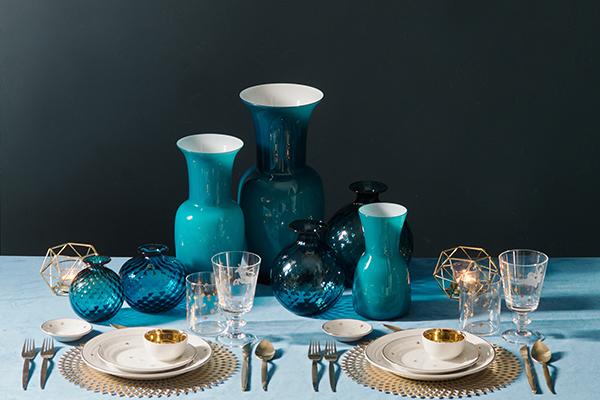 A tavola vale la stessa regola della moda: tre è il numero massimo di stili e colori da mixare (foto  Dario Garofalo)