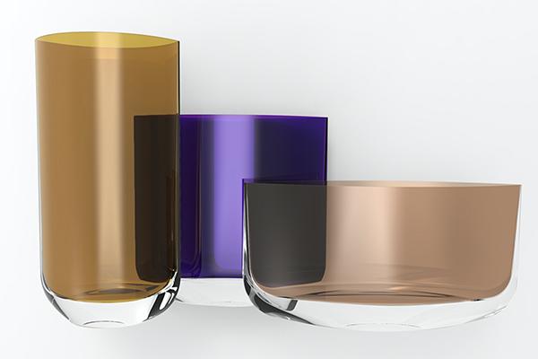 """Diverse tonalità di colore trasparente si sovrappongono in <em>Blade</em>: la linea di vasi pensata da Pentagon Design per <a href=""""http://www.nudeglass.com"""">Nude</a></span></p>"""