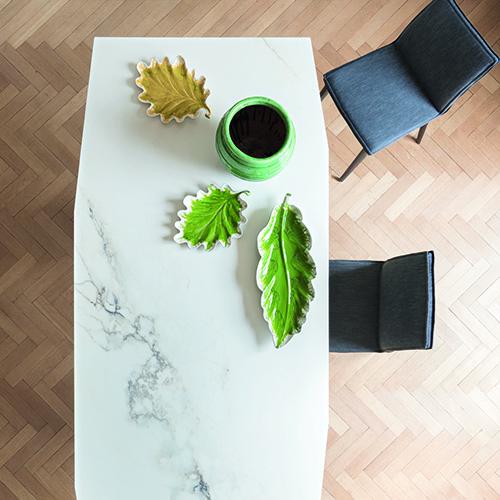"""Da <a href=""""http://www.bonaldo.it/"""">Bonaldo</a> il tavolo <em>Origami Octagonal</em>, una nuova versione del tavolo disegnato da Gino Carollo, ora proposto anche con il piano di forma ottagonale"""