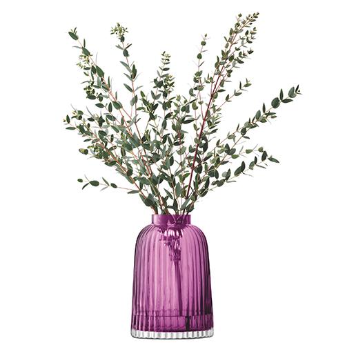 """Il vaso<em>Pleat</em> di <a href=""""http://www.lsa-international.com"""">Lsa International</a>"""