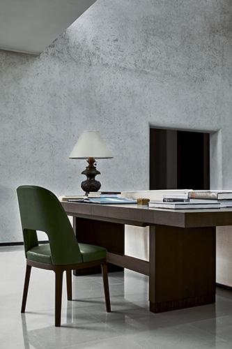 La sedia <em>Judit</em> e il tavolo <em>Checker</em>
