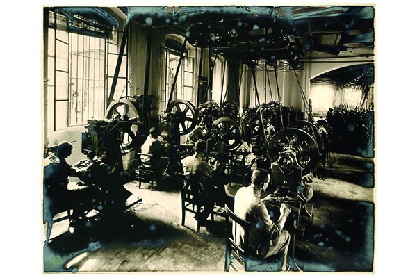 Anni 1920: atabilimento di Ivrea, sala press