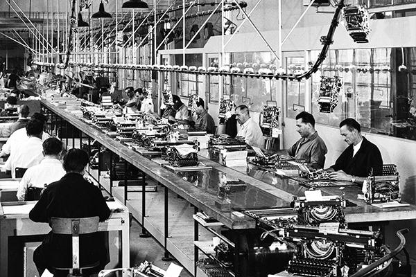 Stabilimento di Ivrea, anni 1950: collaudo <em>Lexikon 80</em> e <em>Lettera 22</em>