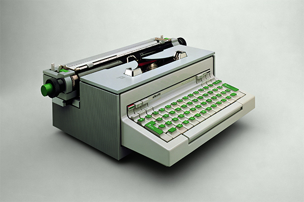 <em>Praxis 48</em>, macchina per scrivere elettrica di Ettore Sottsass e Hans Von Klier (1965)