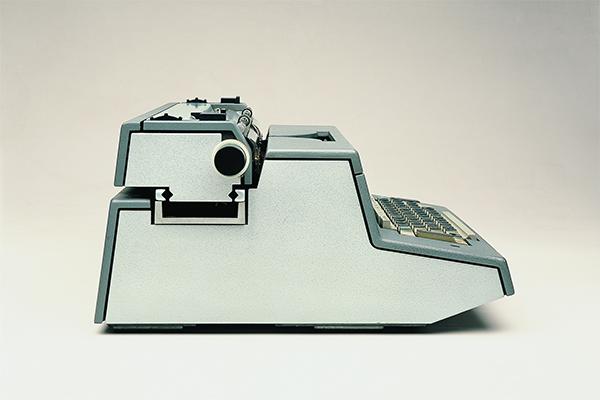 <em>Tekne 3</em>, macchina per scrivere elettrica di Ettore Sottsass, Perry A King, Albert Leclerc, Bruno Scagliola, Tiger Umeda_Jane Young (1964)