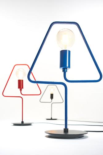 "La lampada da tavolo <em>A-Shade</em> by Douglas James Studio progettata per <a href=""https://www.zavaluce.it/it"">Zava</a>"
