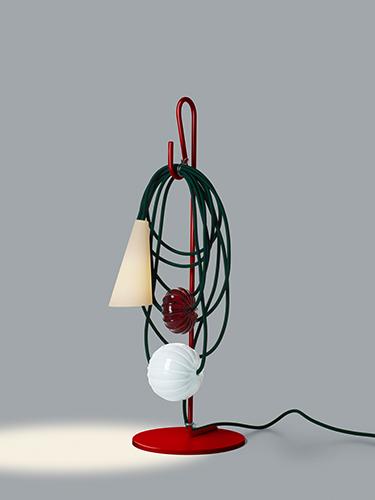 """Sembra una collana preziosa, ma in realtà è una lampada. <a href=""""http://www.foscarini.com/"""">Foscarini</a> si presenta alla Stockholm Furniture & Light Fair con la sua <em>Filo</em>"""