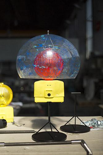 """""""Riconversione progettuale: lampada"""", lampada realizzata a partire da lampada per cantieri stradali, altezza 40 centimetri, diametro 25 centimetri, 2016"""