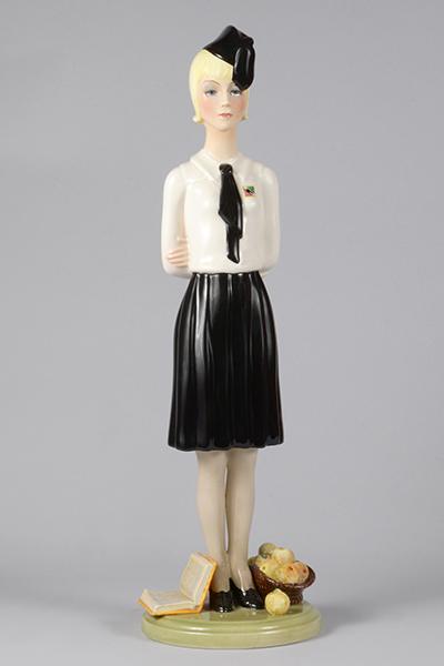 Elena König Scavini La piccola italiana, 1936, terraglia, modello 565 (dal 1935), h 46 x 14,5 x 14 cm
