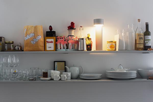 <em>Times</em> è una lampada da tavolo portatile dalle dimensioni ridotte (30 cm x Ø12 ), che una volta ricaricata tramite cavo USB dà luce fino ad otto ore. Un potenziometro centrale rende possibile la dimmerazione della luce ruotandone semplicemente la testa e rendendo così la lampada versatile per situazioni differenti: può essere funzionale luce da scrivania o soffusa luce di candela. Disponibile in argento chiaro e in nero