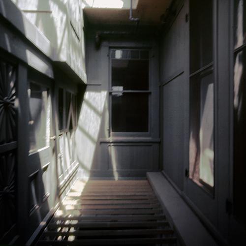 Uno scatto inedito della Mistery House di Mario Bellini per <em>Casa&Design</em> (© Mario Bellini Archive)