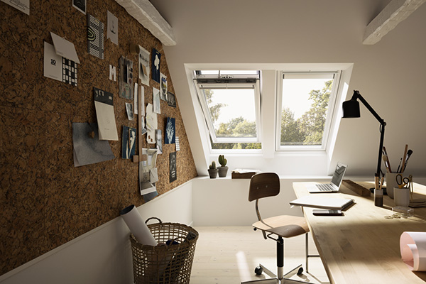 """Il sottotetto si rivela un'ottima risorsa che permette di guadagnare una camera in più. Secondo la ricerca di Houzz la stanza più desiderata per sfruttare una mansarda è lo studio. Come nella soluzione di <a href=""""http://www.velux.it"""">Velux</a> che offre preziosi vantaggi in termini di illuminazione e ventilazione naturale: la finestra <em>Integra</em> in caso di pioggia si chiude da sola grazie al sensore di cui è dotata"""