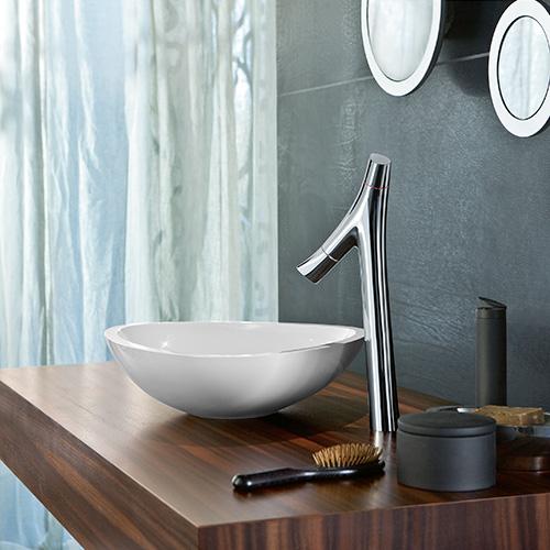 """È importante applicare un riduttore di flusso ai rubinetti, ma è bene sapere che inuovi miscelatori sono ormaipensati per limitare gli sprechi di acqua. Ne è un esempio la collezione<em>Starck Organic</em> di <a href=""""http://www.axor-design.com"""">Axor</a>chene consuma solo 3,5 litri al minuto"""