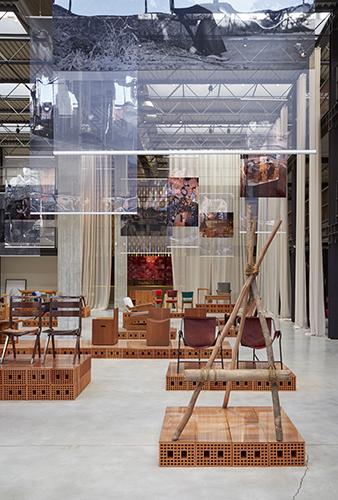 Roadside Chair di Lina Bo Bardi, Brasile 1967, in prestito dall'Istituto Bardi / Casa de Vidro di San Paolo (foto Amendolagine Barracchia Studio Fotografico)